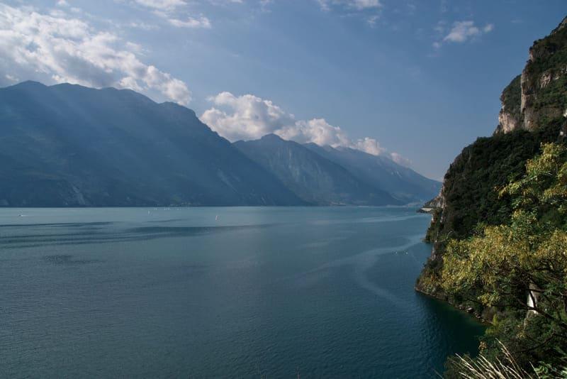 Il panorama sul Lago di Garda dal Sentiero del Ponale